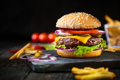 Cheeseburger「Delicious hamburger and french fries ready to eat」:スマホ壁紙(18)