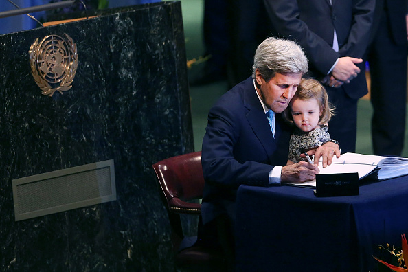 John Kerry「UN Secretary General, Major Signatories Hold Press Conference On Paris Agreement」:写真・画像(13)[壁紙.com]