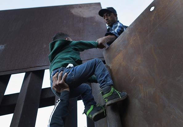 Mexico「Immigrant Caravan Members Continue To Gather At U.S.-Mexico Border」:写真・画像(9)[壁紙.com]