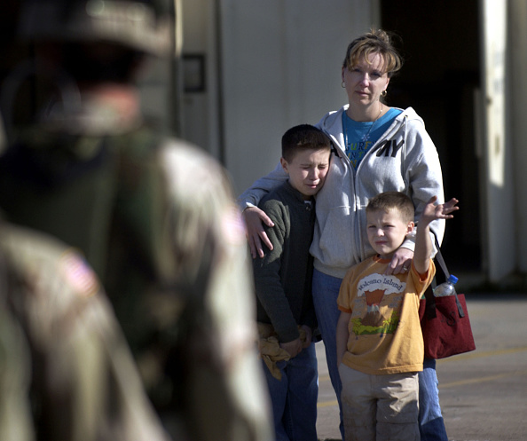 Fort Stewart「Members Of Third Infantry Division Deploy To Iraq」:写真・画像(18)[壁紙.com]