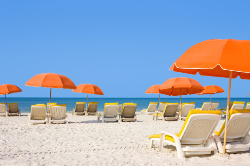 Orange Color「White Sandy Beach with Loungers and Umbrellas」:スマホ壁紙(16)