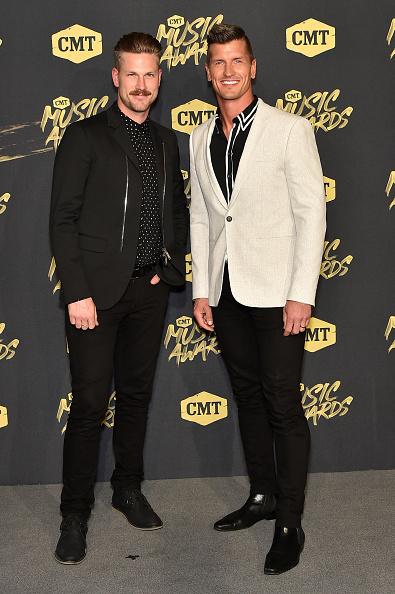 Black Shirt「2018 CMT Music Awards - Arrivals」:写真・画像(6)[壁紙.com]