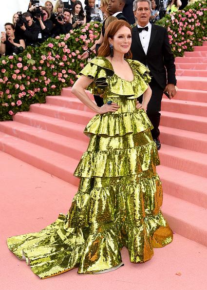 Gold Dress「The 2019 Met Gala Celebrating Camp: Notes on Fashion - Arrivals」:写真・画像(8)[壁紙.com]