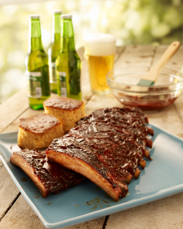 Beef「Ribs on a platter with beer in the background」:スマホ壁紙(14)