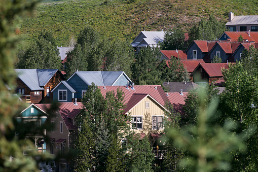 Inexpensive「Affordable neighborhood of mountain homes」:スマホ壁紙(19)