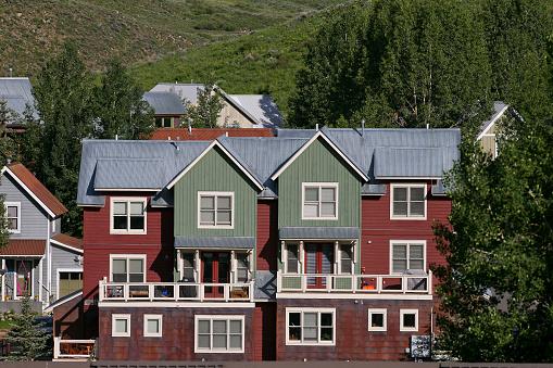 Inexpensive「Affordable neighborhood of mountain homes」:スマホ壁紙(15)