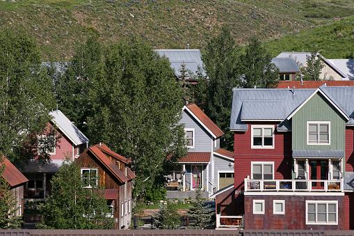 Inexpensive「Affordable neighborhood of mountain homes」:スマホ壁紙(18)