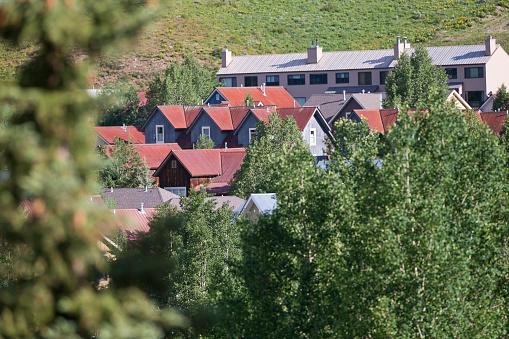 Inexpensive「Affordable neighborhood of mountain homes」:スマホ壁紙(17)