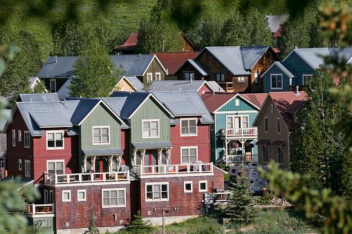 Inexpensive「Affordable neighborhood of mountain homes」:スマホ壁紙(16)