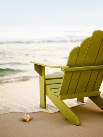 Vertical「Adirondack Chair on Beach」:スマホ壁紙(7)
