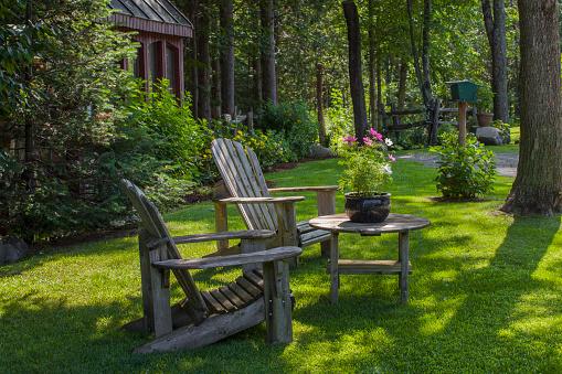 Adirondack Chair「Adirondack chairs and flower pot」:スマホ壁紙(1)