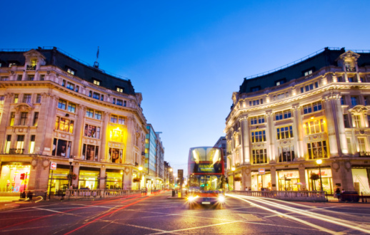 Oxford Street - London「Bus on intersection of Oxford Street and Regent St」:スマホ壁紙(8)