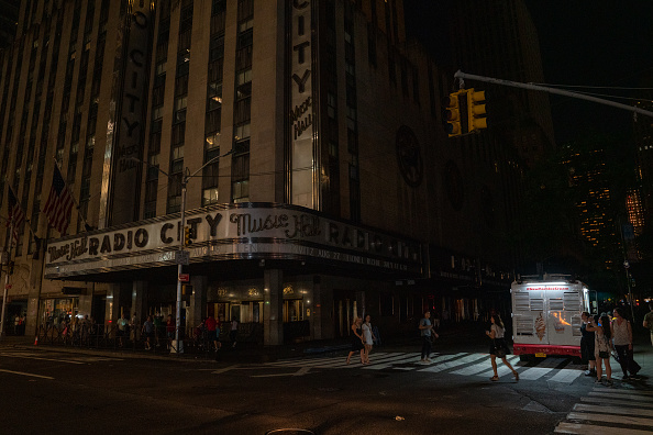 Radio City Music Hall「Section of Midtown And Upper West Side Of Manhattan Loses Power」:写真・画像(9)[壁紙.com]