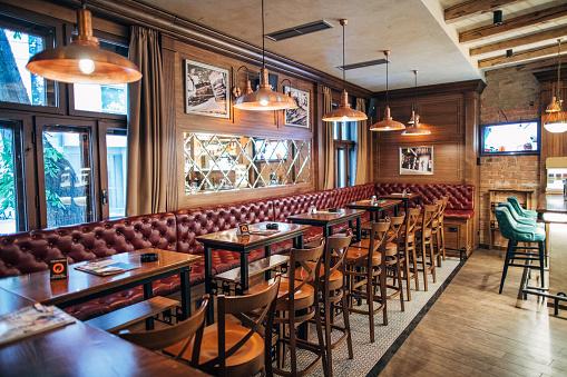British Culture「Inside of empty pub」:スマホ壁紙(8)