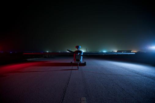 Airport Runway「An RQ-5 Hunter unmanned aerial vehicle on the tarmac at COB Speicher, Tikrit, Iraq, during Operation Iraqi Freedom.」:スマホ壁紙(11)