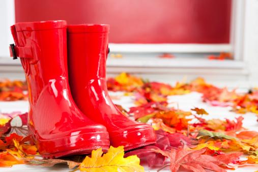かえでの葉「赤色ラバーブーツで front door」:スマホ壁紙(7)