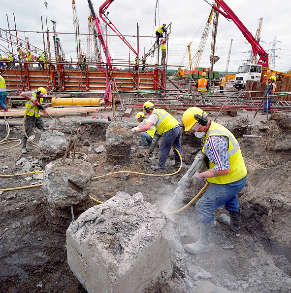 Hardhat「Breaking out reinforced concrete foundations with pneumatic drills. Connahs Quay gas-fired power station」:写真・画像(19)[壁紙.com]