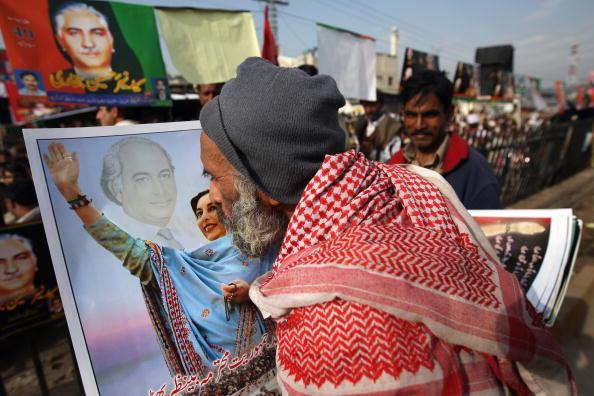 John Moore「Bhutto's Pakistan People's Party Wraps Up Election Campaign」:写真・画像(0)[壁紙.com]