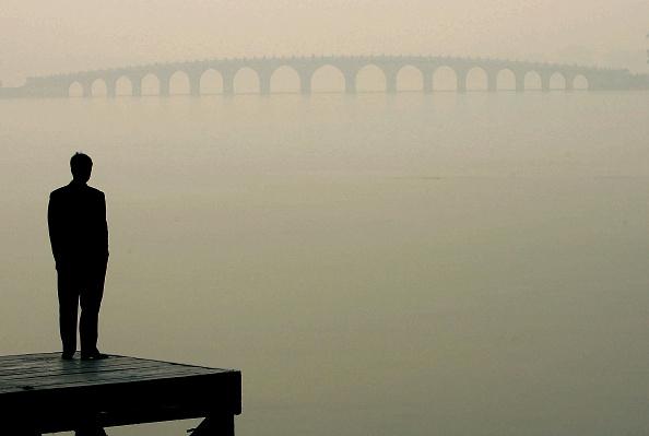 1人「Beijing Set To Miss Environmental Protection Campaign Target」:写真・画像(1)[壁紙.com]