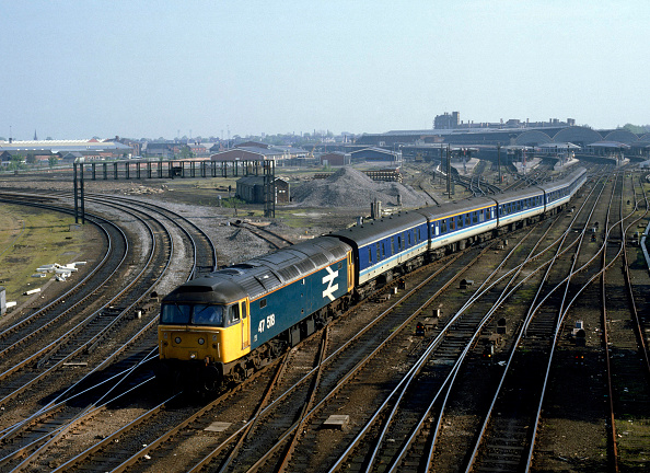 Railroad Track「York. No.47.518 leaves York with the 08:25 ex Newcastle for Liverpool Lime St. 07.05.1988.」:写真・画像(19)[壁紙.com]