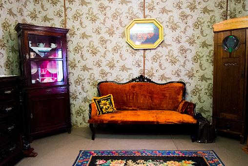 Russia「Retro livingroom furniture and wallpaper」:スマホ壁紙(17)