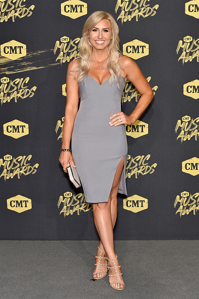 Cream Colored Shoe「2018 CMT Music Awards - Arrivals」:写真・画像(1)[壁紙.com]