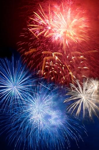 花火「Fireworks in the night sky」:スマホ壁紙(1)