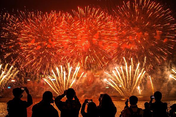 花火「Hong Kongers Countdown To The New Year」:写真・画像(2)[壁紙.com]