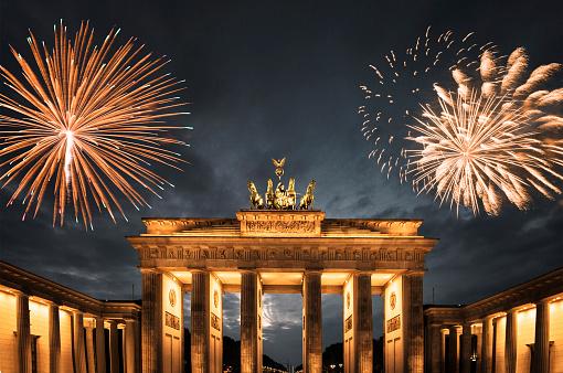 花火「ドイツで新年の花火」:スマホ壁紙(3)
