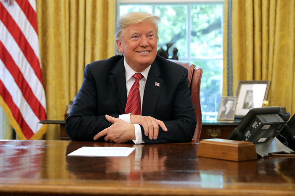 Donald Trump - US President「President Trump Meets With Workers In White House On Economic Plan」:写真・画像(17)[壁紙.com]