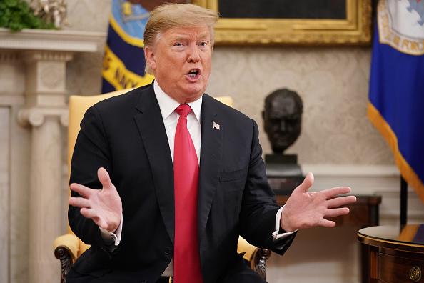 Talking「President Donald Trump Welcomes NATO Secretary General Jens Stoltenberg To The White House」:写真・画像(2)[壁紙.com]