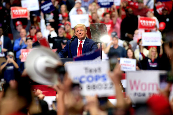 Political Rally「Donald Trump Holds Pre-Super Tuesday Campaign Rally In Charlotte, NC」:写真・画像(10)[壁紙.com]