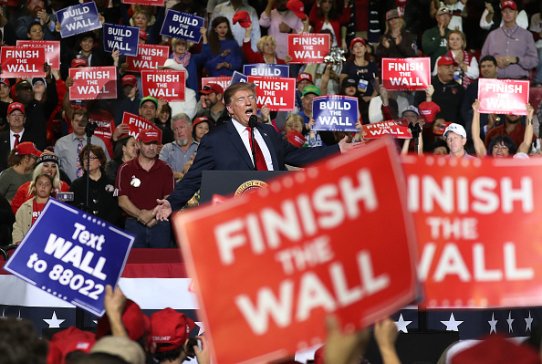 Political Rally「Donald Trump Holds MAGA Rally In El Paso To Discuss Border Security」:写真・画像(13)[壁紙.com]