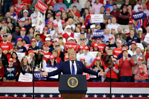 Political Rally「President Donald Trump Rallies His Supporters At Campaign Stop In Wisconsin」:写真・画像(7)[壁紙.com]