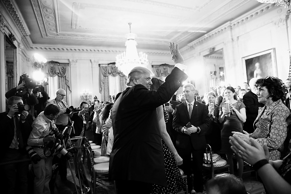Black And White「President Trump Hosts Wounded Warrior Project Soldiers In White House」:写真・画像(10)[壁紙.com]