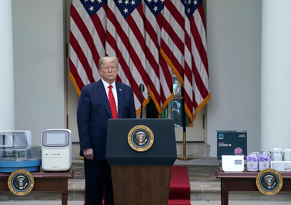 Standing「President Trump Delivers Remarks At The White House On COVID-19 Testing」:写真・画像(10)[壁紙.com]