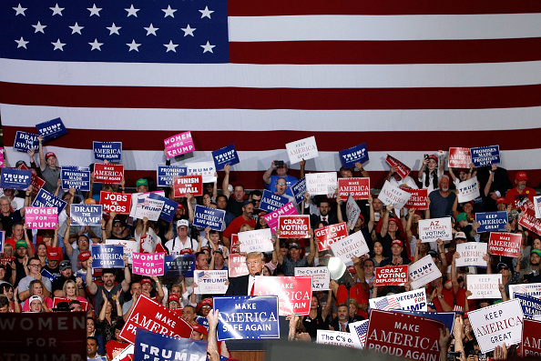 Sign「President Trump Holds Rally In Mesa, Arizona」:写真・画像(11)[壁紙.com]