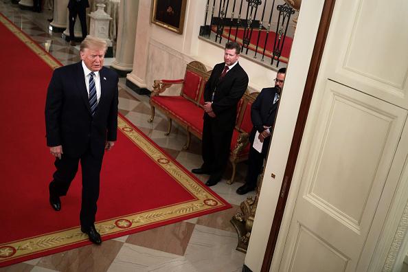 全身「President Donald Trump Presents The Presidential Citizens Medal At The White House」:写真・画像(10)[壁紙.com]