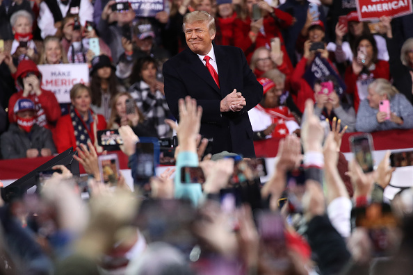 Kelly public「President Trump Holds Rally In Georgia For Senate Candidates Loeffler And Perdue」:写真・画像(3)[壁紙.com]