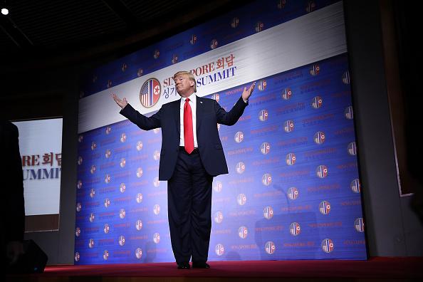 全身「U.S. President Trump Meets North Korean Leader Kim Jong-un During Landmark Summit In Singapore」:写真・画像(8)[壁紙.com]