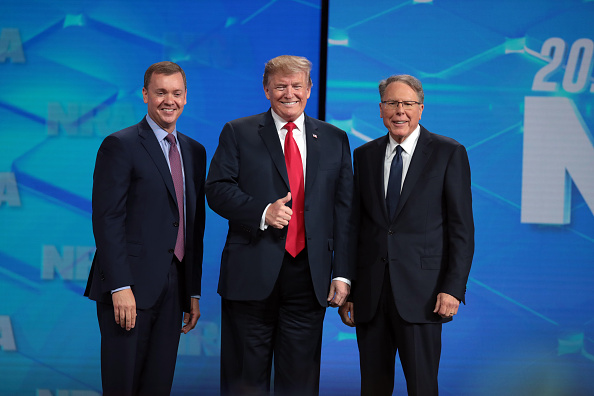 Standing「President Trump And Other Notable Leaders Address Annual NRA Meeting」:写真・画像(4)[壁紙.com]