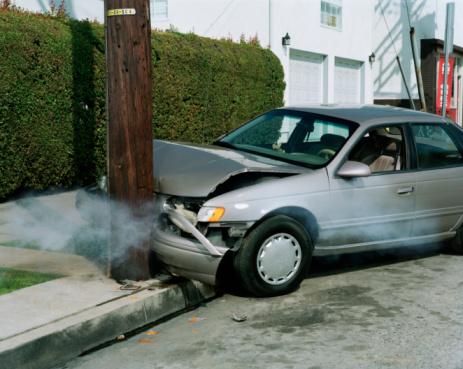 Crash「Car crash against telephone pole by road」:スマホ壁紙(14)