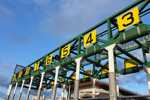 Starting gate that has number in yellow boards:スマホ壁紙(壁紙.com)