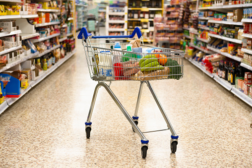 Supermarket「Shopping Trolley with a selection of food,drink and household items.」:スマホ壁紙(18)