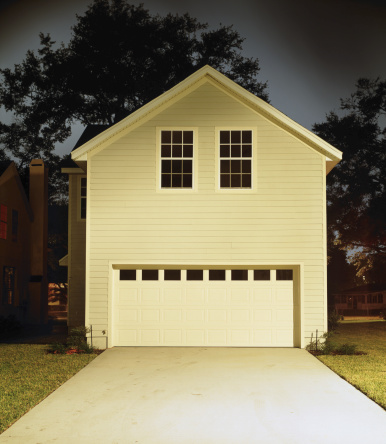 Conformity「Garage in suburban neighborhood」:スマホ壁紙(15)