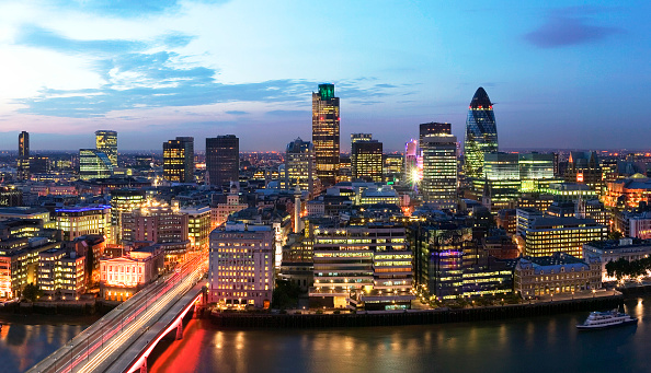 Street Light「High Level view of City of London skyscraper cluster at Night with dramatic sky」:写真・画像(3)[壁紙.com]
