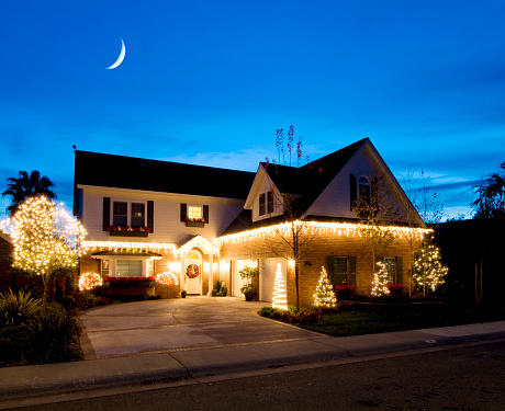 Moon「Christmas Lights on House」:スマホ壁紙(11)
