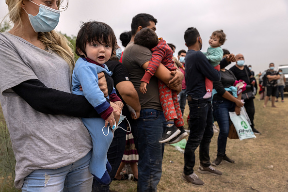 Mexico「Migrants Cross Into Texas From Mexico」:写真・画像(13)[壁紙.com]
