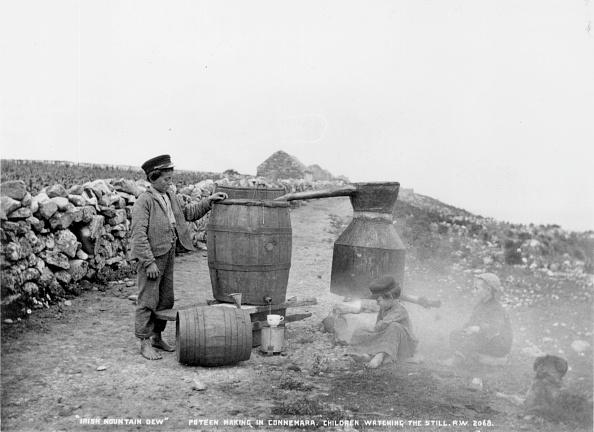 Pouring「Irish Mountain Dew」:写真・画像(4)[壁紙.com]