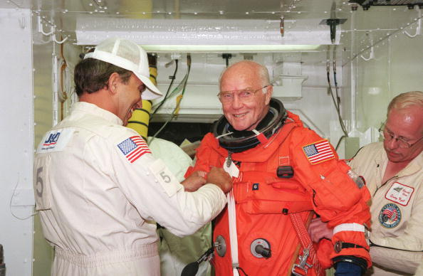 Expertise「Payload Specialist John H Glenn Jr Senator From Ohio Is Checked By Dave Martin (L」:写真・画像(17)[壁紙.com]